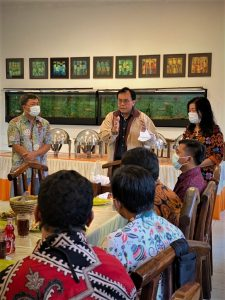 Foto pengarahan oleh Prof. Indra Jati Sidi, M.Sc., Ph.D. dalam acara Halal Bihalal Keluarga Besar Politeknik Gajah Tunggal